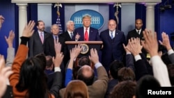 Presiden Donald Trump dalam konferensi pers mengumumkan status wabah virus korona di AS, Gedung Putih, Washington, Sabtu, 29 Februari 2020.