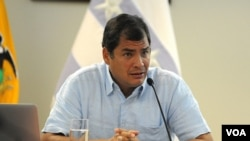 El gobierno de Correa, por medio de su embajada en Washington, dijo que no era democrático realizar una conferencia en la que se critica a Ecuador, sin un representante de ese gobierno presente.