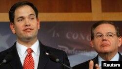 El senador Marco Rubio (izquierda), republicano por Florida, y Bob Menéndez, demócrata por Nueva Jersey, hablaron en una audiencia de la Comisión de Relaciones Exteriores del Senado en favor de mejorar las relaciones con México.
