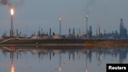 La refinería Amuay perteneciente a la petrolera estatal venezolana PDVSA en Punto Fijo, Venezuela, es vista en esta foto de archivo del 17 de noviembre de 2016.