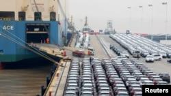 中國寧波舟山碼頭的貨輪正裝載出口的吉利汽車。(2019年1月2日)