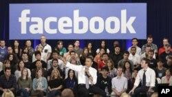 奥巴马总统做客脸书社交网站