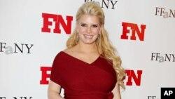 Jessica Simpson mide apenas 1.60 centímetros y debe seguir una dieta estricta para bajar de peso.