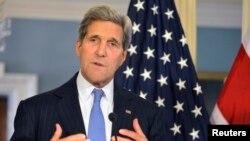 Ngoại trưởng Hoa Kỳ John Kerry phát biểu trong cuộc họp báo với Ngoại trưởng Anh Philip Hammond (không có trong hình) tại bộ Ngoại giao ở Washington 8/10/2014.