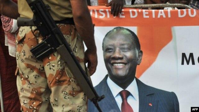 M. Alassane Ouattara multiplie les initiatives, mais de nombreux obstacles demeurent à la paix en Côte d'Ivoire