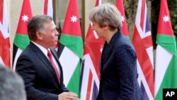 British Prime Minister Theresa May meets King Abdullah at the Royal Palace in Amman, Jordan, during her visit to the Middle East, Nov. 30, 2017.