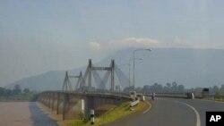 Cây cầu bắc qua sông Mekong, Pakse, Lào