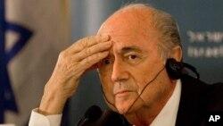 Ông Blatter đột ngột tuyên bố từ chức tại một cuộc họp báo ở Zurich ngày 2/6/2015.
