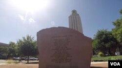 Spomenik žrtvama masovnog ubistva 1966. u Teksasu