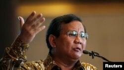 Prabowo Subianto, saat berpidato di hadapan para anggota klub koresponden asing di Jakarta, 25 September 2013. (Foto: dok).
