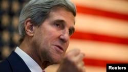 존 케리 미국 국무장관이 12일 아프가니스탄 카불 주재 미국 대사관을 방문했다.