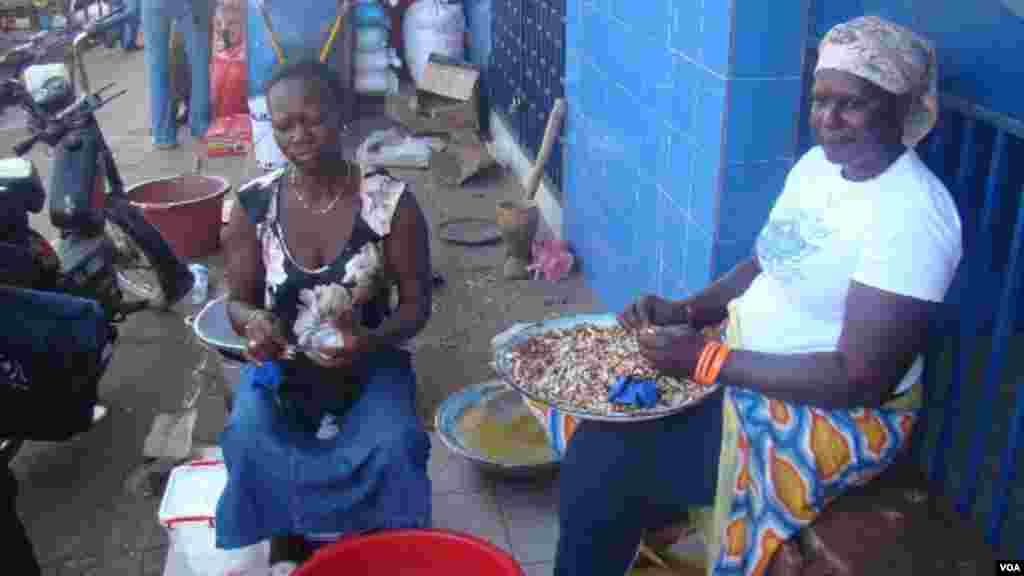 Mercado de Bandim na capital da Guiné-Bissau, dias antes das Eleições Gerais de 13 de Abril de 2014