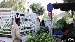 Một gian hàng bán rau quả ở Baghdad, Iraq