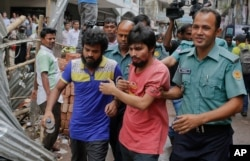 FILE - Suspected members of the banned Islamic militant outfit Ansarullah Bangla Team, Sadek Ali (second right) and Aminul Mollick (front left) are escorted by policemen along with another suspect from a court in Dhaka, Bangladesh, Aug. 19, 2015.
