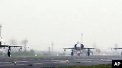 台灣空軍在星期二進行的高速公路演習