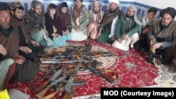 72名投降的塔利班戰鬥人員被交給赫拉特和古爾省的阿富汗國家安全部隊。(2020年2月11日)