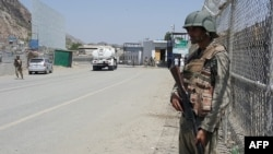 Pakistani soldiers patrol at the Torkham border crossing between Pakistan and Afghanistan in Pakistan's Khyber Pass, June 14, 2016. Both sides are blaming each other for a recent spike in tensions at the frontier.