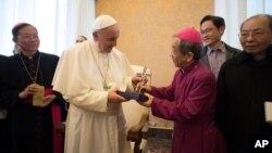 2017聖誕節之前,天主教教宗方濟各在梵蒂岡樞密會議廳會見了台灣教會合作協會代表團(2017年12月7日)。
