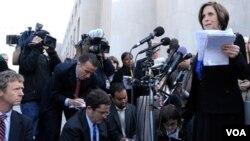 Susan Levy, la madre de la becaria asesinada, hizo una declaración ante los medios de prensa después que se diera a conocer el veredicto.