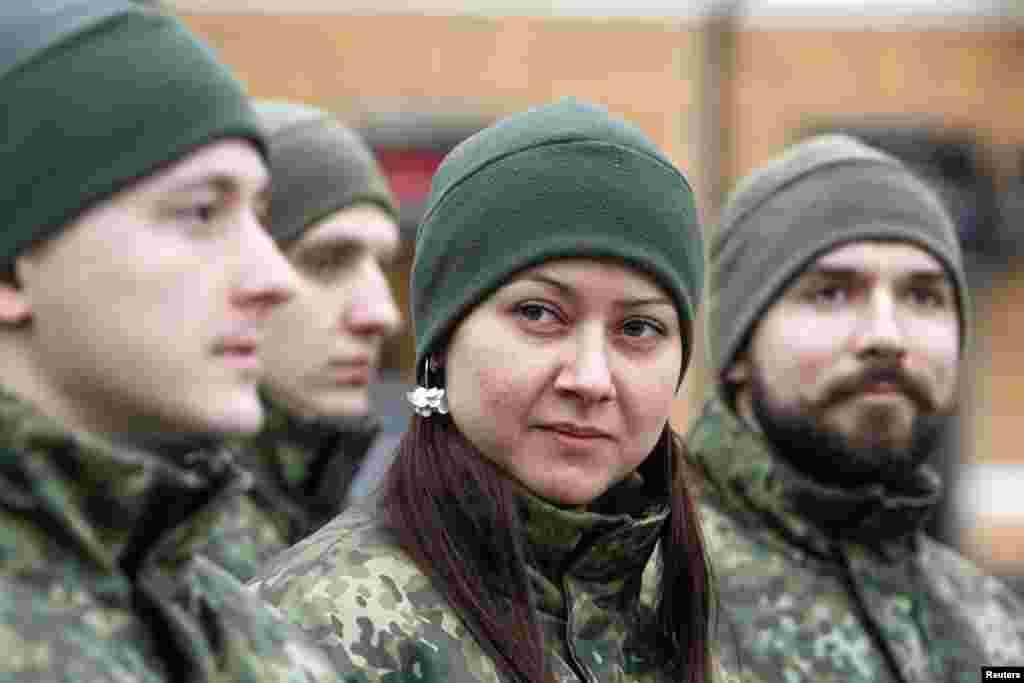 """Ukraynanın yeni """"Müqəddəs Mariya"""" batalyonunun döyüşçüləri - Kiyev, 3 fevral, 2015"""