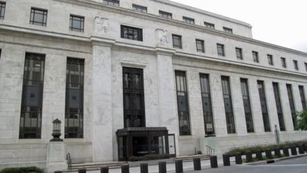 美国联邦储备委员会华盛顿总部大楼(美国之音王南拍摄)