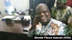 Sébastien Ajavon, à la brigade territoriale le jour de son interpellation, à Cotonou, Bénin, le 30 octobre 2016. (VOA/Ginette Fleure Adande)