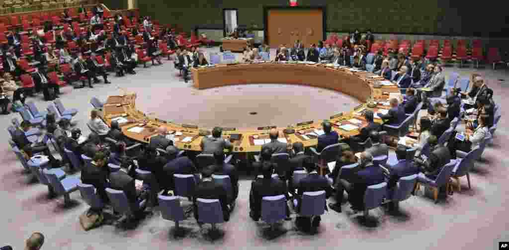 联合国安理会召开紧急会议,讨论朝鲜试验核武问题(2017年9月4日)。 联合国安理会上月对朝鲜实施了迄今最强硬制裁,但是朝鲜9月3日的核试验后,包括日本和法国在内的成员国呼吁强化制裁。