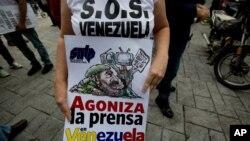 """Carlos Correa, director ejecutivo de Espacio Público, una organización que defiende los derechos de los periodistas y la libertad de expresión dijo que en Venezuela existe """"absoluta impunidad"""" en los casos de agresiones a periodistas."""
