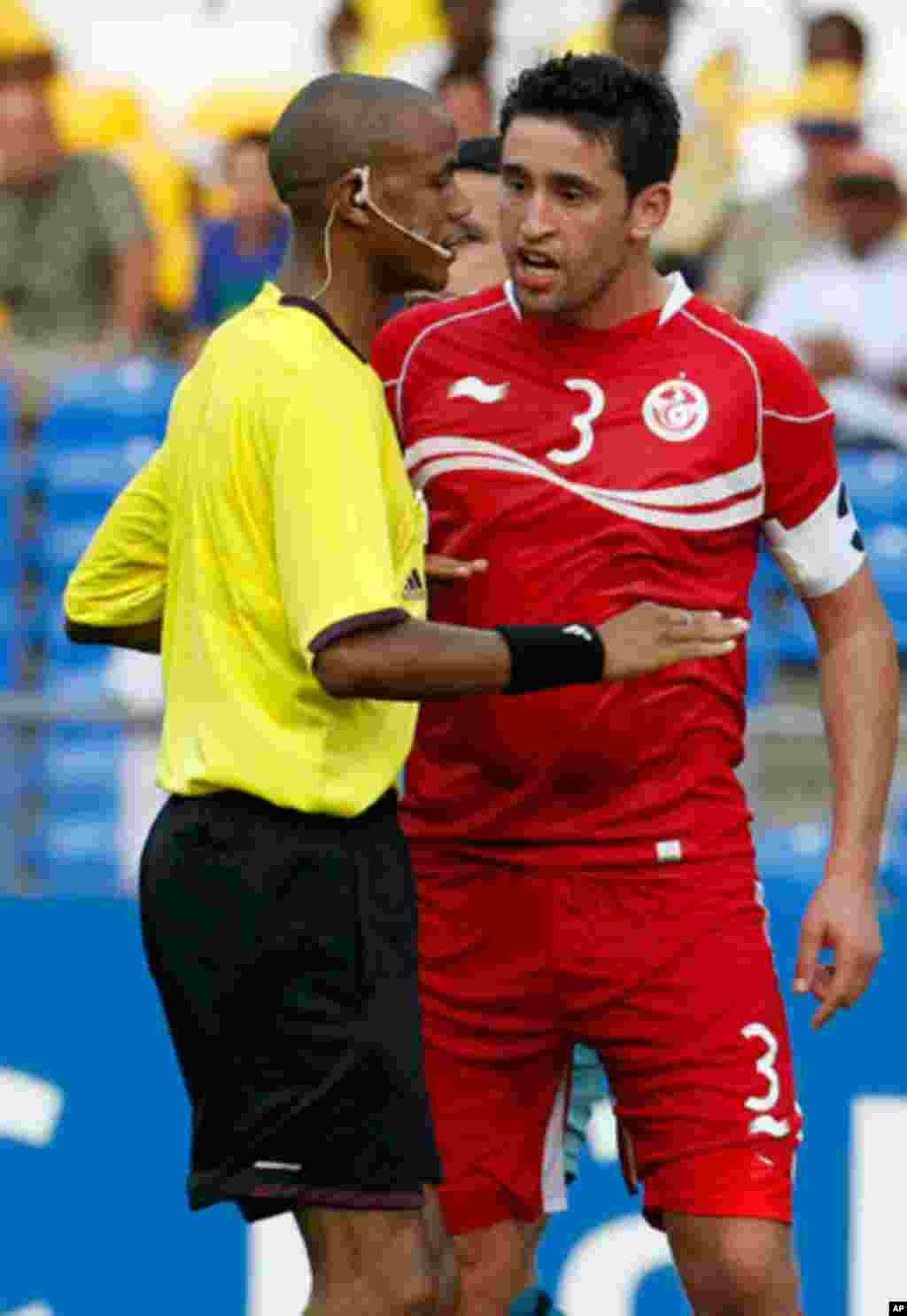 Tunisia's Hagui talks to the referee during their African Cup of Nations soccer match against Niger in Libreville