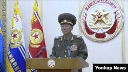 남북 고위 당국자 접촉에 북측 수석 대표로 참석했던 황병서 북한 군 총정치국장이 25일 조선중앙TV를 통해 접촉 결과에 대해 설명하고 있다.