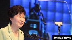 박근혜 한국 대통령이 19일 서울 신라호텔에서 열린 아시안리더십컨퍼런스 개회식에서 축사하고 있다.