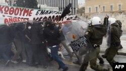 Sukob policije i demonstranata u Atini, decembar 2010.
