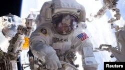 بازگشت فضانوردی با بیشترین مدت اقامت در خارج از جو زمین