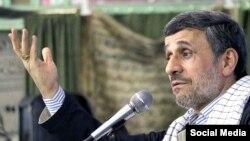 """احمدینژاد گفته که برخی در این کشور """"موقتی"""" هستند"""