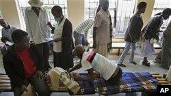 Bệnh nhân xếp hàng tại một bệnh viện chuyên chữa trị cho bệnh nhân bị lao, kháng thuốc ở Maseru, Lesotho