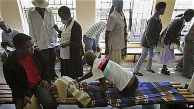 Patients queue at the multi-drug-resistant tuberculosis hospital in Maseru, Lesotho, 18 Mar 2010 (file photo)