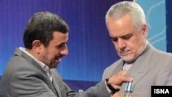 Mantan Presiden Iran, Mahmoud Ahmadinejad (kiri) dan mantan Wapres Mohammad Reza Rahimi (foto: dok).