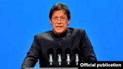 عمران خان په بیجینگ کې یوې اقتصادي غونډې ته د وینا پر مهال