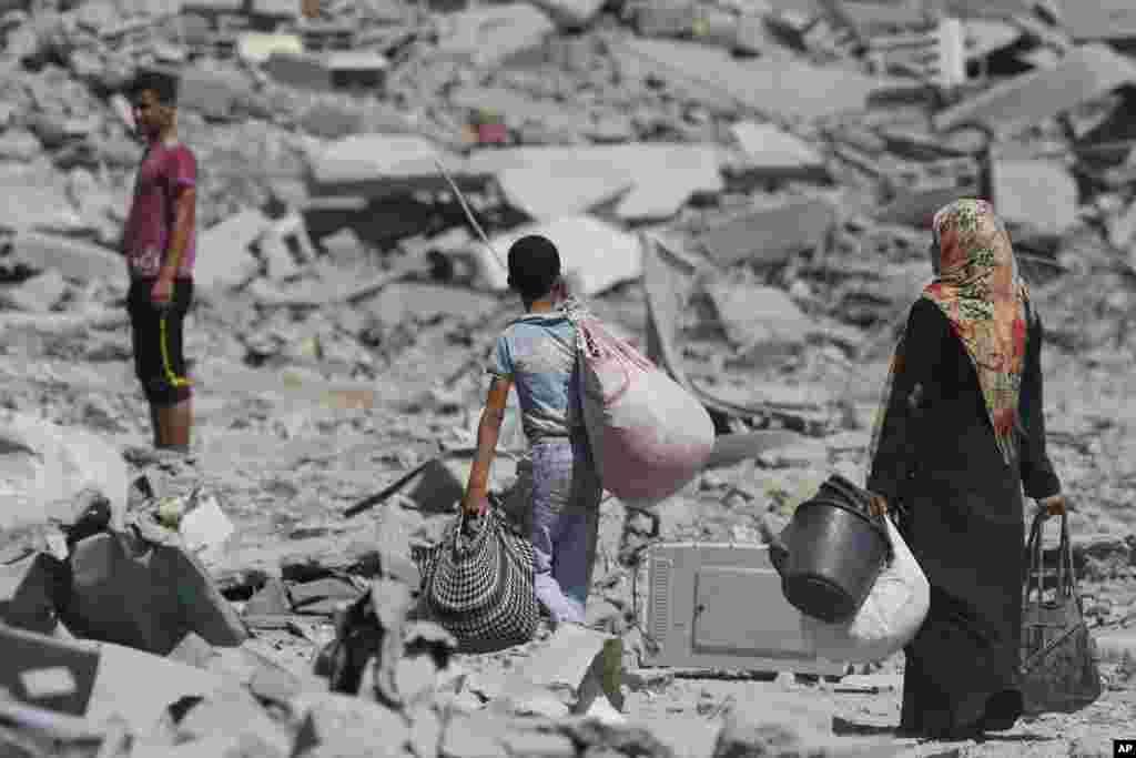 이스라엘과 하마스간의 72시간 휴전 합의가 3시간 만에 결렬되었다. 이스라엘과 가자지구 국경 인근의 팔레스타인인들이 폐허가 된 거주지를 떠나 피난하고 있다.