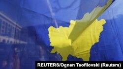 Zastava Kosova uslikana na proslavi desetogodišnjice nezavisnosti u Prištini 2018.