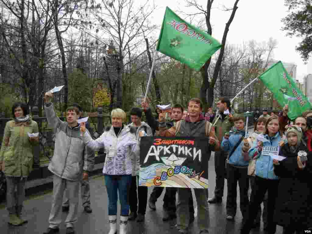 Евгения Чирикова и «зеленые» в защиту арестованных членов «Гринписа»