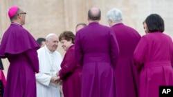 Le pape François et les évêques de l'église américaine lors d'une audience à la place St Pierre