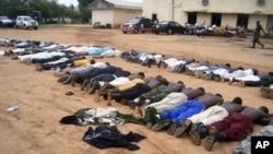 Des membres de Boko Haram suite a leur arrestation à Bauchi, juillet 2009.