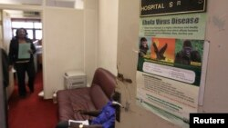 지난 11일 나이지리아 수도 아부자의 한 병원에 에볼라 바이러스 예방법 등을 알리는 포스터가 붙어있다. (자료사진)