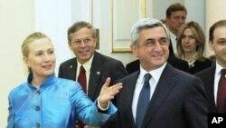 Xillari Klinton Yerevanda prezident Serj Sarkisyan bilan uchrashmoqda, 4-iyun, 2012-yil