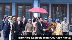 President Joko Widodo di Pangkalan Udara Halim Perdanakusuma di Jakarta, 10 November 2017. Jokowi meminta Mabes Polri menghentikan penyidikan terhadap pimpinan KPK bila tidak ditemukan bukti kuat.