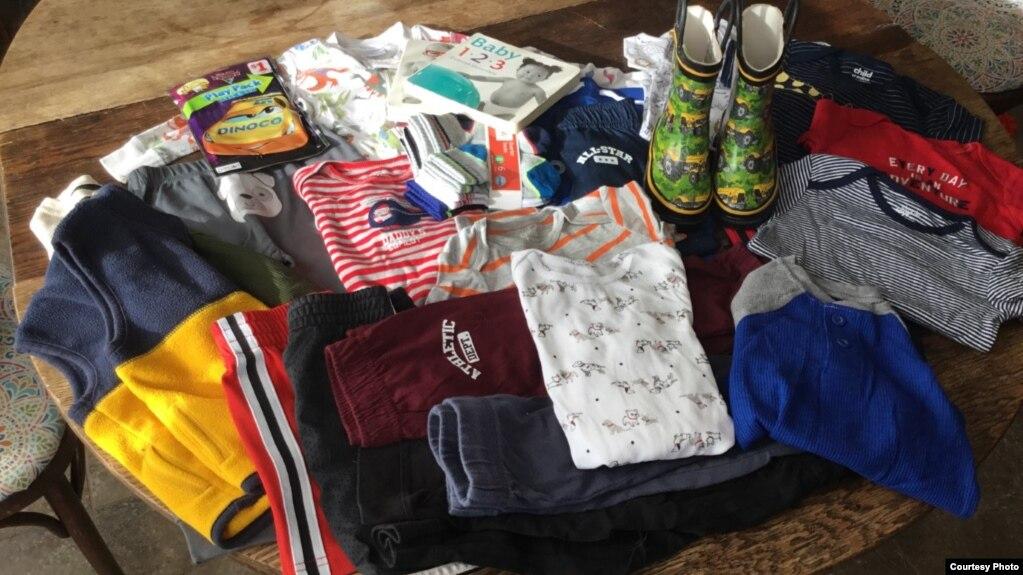 苏西·马迪尔一家为乔舒亚准备的衣物用品(photo:VOA)