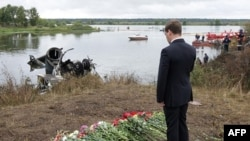 Президент Росії Димитро Медведєв вшановує пам'ять загиблих спортсменів