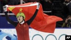 2010年温哥华冬奥会上王濛成为短道速滑冠军之后