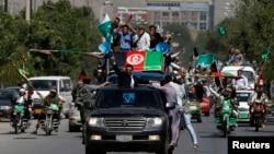 Protes di Kabul, Afghanistan untuk mendukung kandidat presiden Abdullah Abdullah (27/6), berdasarkan adanya dugaan kecurangan massal dalam pemilihan presiden. (Reuters/Omar Sobhani)